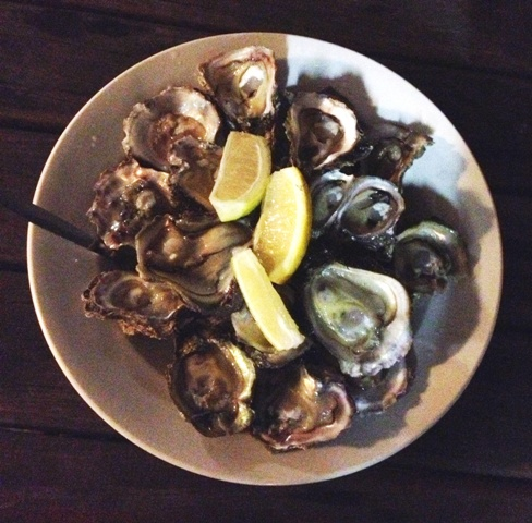 A plate of large Oysters