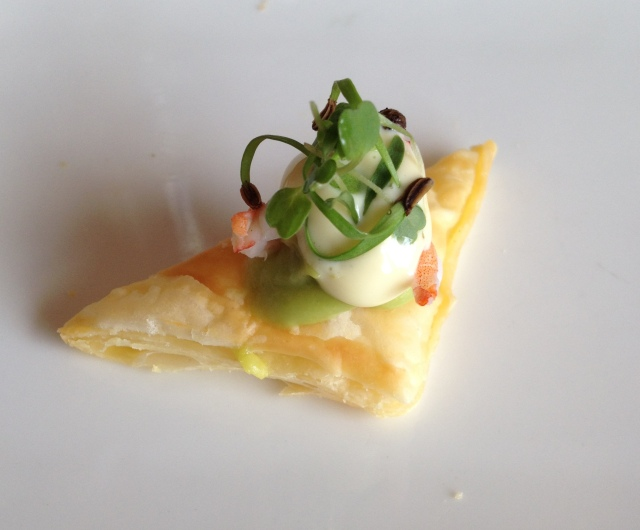 Creation pairing|Puff pastry with avocado, prawn & vanilla mayo