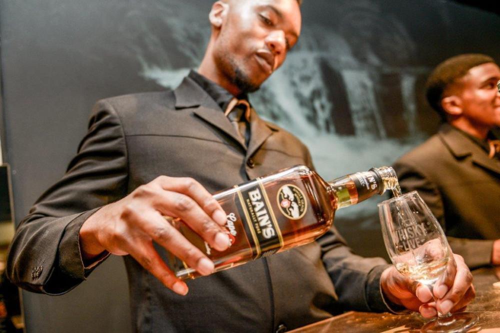 Bain's Cape Mountain Whisky Live (LR)